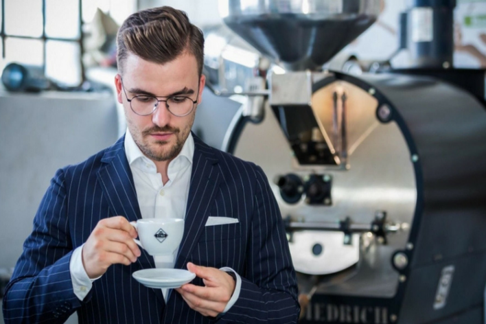 Znani influencerzy zainwestowali w Etno Cafe